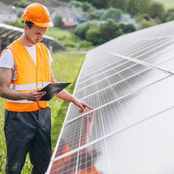 Como uma plataforma de monitoramento de usinas solares pode auxiliar nas vendas dos sistemas fotovoltaicos