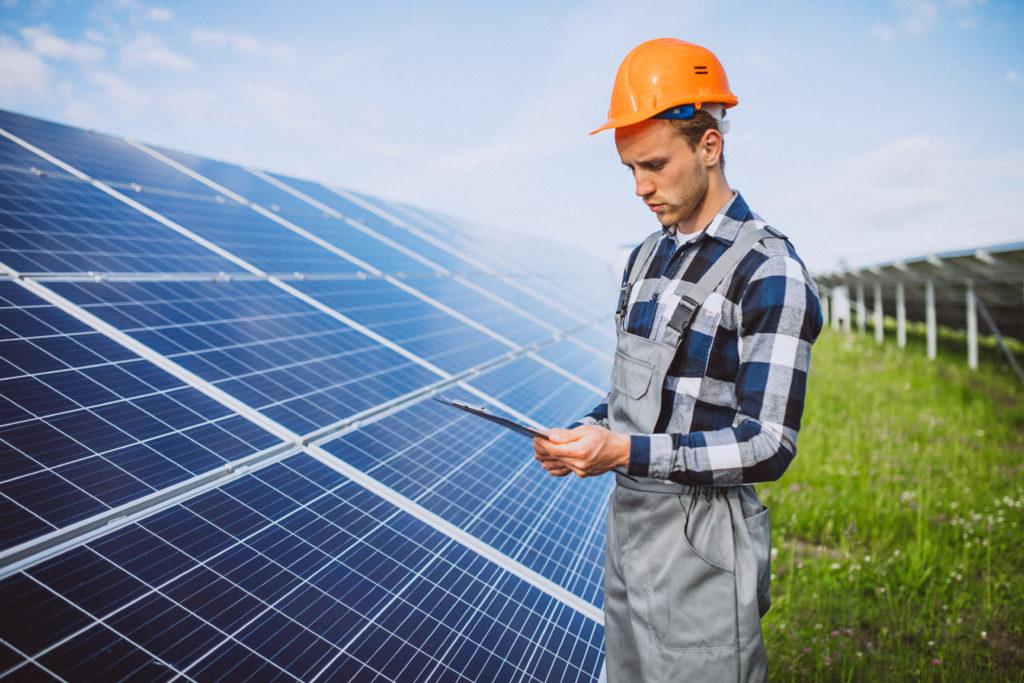 Germano Caires, que é CEO da Evo Brasil Energia, dá algumas dicas de como trabalhar o encantamento do cliente por meio do monitoramento das usinas solares